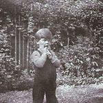 Janwillem van de Wetering op driejarige leeftijd in 1934, Rotterdam. Foto Willem de Hoog.