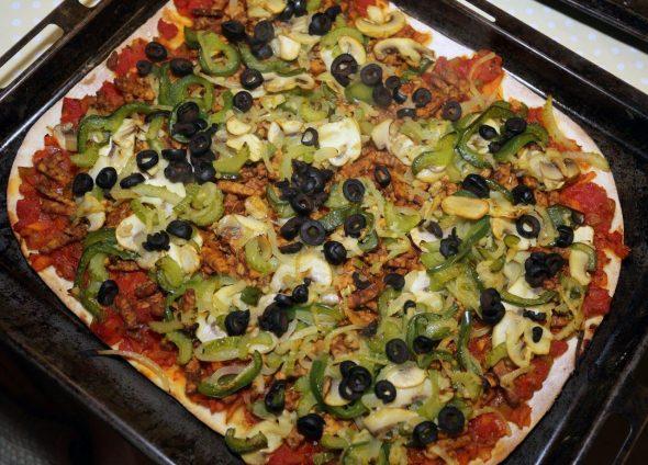 Gebakken pizza met tempé.