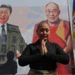 Bianca 1e vrouw voor poster bidt