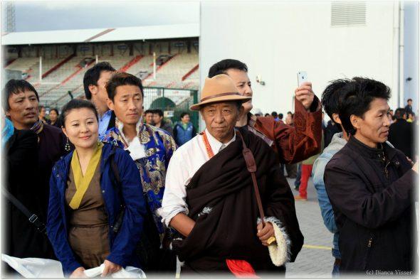 Tibetanen in Antwerpen wachtend op hun politieke leider.