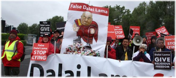 Rotterdam, Ahoy, mei 2014. Dorje Shugden-aanhangers protesteren tegen Dalai Lama. Foto Bianca Visser.