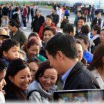 Tibetanen in Antwerpen begroeten hun premier in 2015.