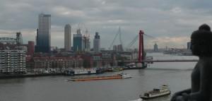 Boeddhahuis Rotterdam beeld van stad met de Boeddha