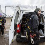 Nederland, Rotterdam 10 februari 2016 Actievoerders van Greenpeace zijn vanochtend vroeg de 175 meter hoge schoorsteen van de nieuwe kolencentrale van E.ON op de Maasvlakte ingeklommen. COPYRIGHT DIGITAL IMAGE 2016: GREENPEACE / BAS BEENTJES