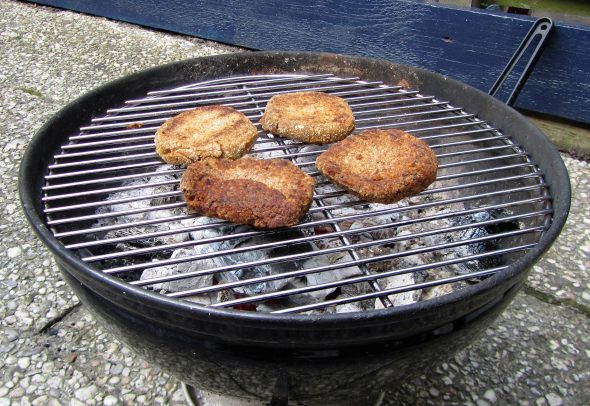Beter Anneke bbq burgers op de barbecue